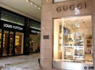 Gucci & Louis Vuitton Luxusgeschäfte, Bologna *** Autor: Vanessa Johnston 24.04.2010, Bologna, Italien