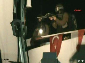 Militer Israel naik ke atas kapal yang membawa bahan bantuan bagi penduduk Gaza dan hendak menerobos blokade ekonomi