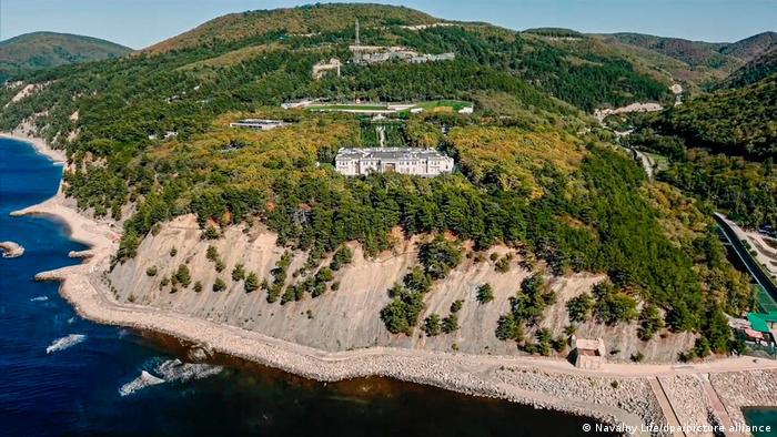 Дворец для Путина под Геленджиком из расследования Фонда борьбы с коррупцией