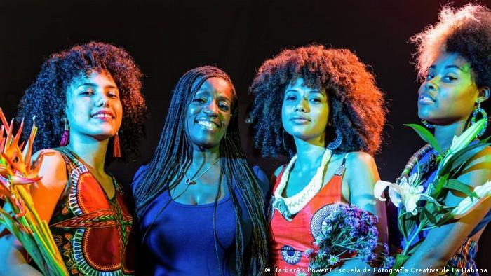 Terry gestiona también un afroemprendimiento de confecciones textiles, que emplea a mujeres negras en La Habana.