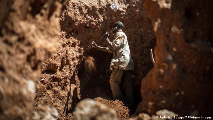 Les mines en RDC sont souvent artisanales et présentent des risques pour la santé des personnes qui y travaillent.