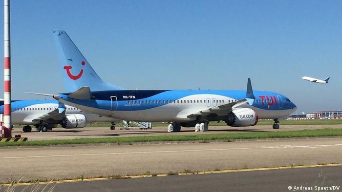 Abgestellte Boeing 737 MAX der TUI (Niederlande) auf dem Flughafen Amsterdam