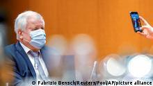 Innenminister Horst Seehofer mit Maske