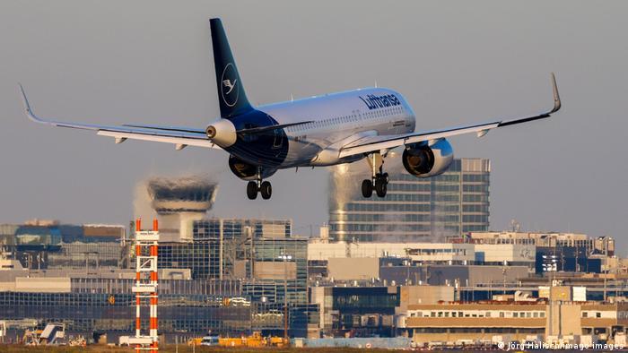 Frankfurt am Main Airport | Landeanflug einer Lufthansa-Maschine