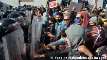 Kräftemessen zwischen Sicherheitskräften und Demonstranten in der Nähe des Parlaments in der Hauptstadt Tunis