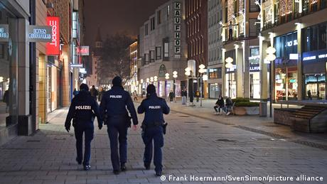 Γερμανία: Αντισυνταγματική η απαγόρευση κυκλοφορίας;