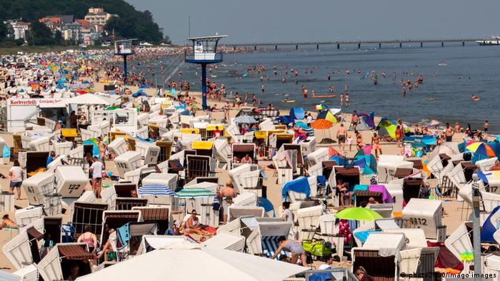 Überfüllter Strand auf der Ostsee-Insel Usedom 2020