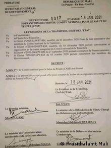 Le président de transition Ba N'Daw était en séjour en France quand le decret a été révélé