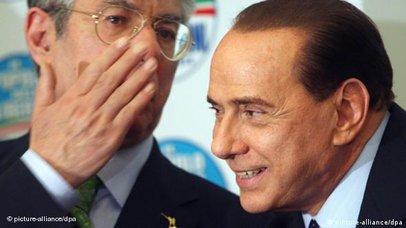 Umberto Bossi and Silvio Berlusconi during a news conference in 2008 (picture-alliance/dpa)