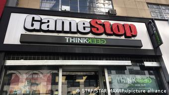 Один из закрывшихся в США в 2020 году нерентабельных магазинов сети GameStop