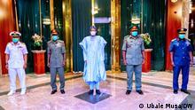 Nigeria | Präsident Muhammadu Buharitrifft neue Militär Chefs in Abuja