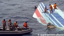 Wrackteil der abgestürzten Air-France-Maschine AF447 wird im Atlantik geborgen