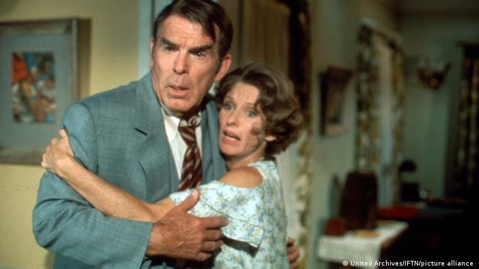 Fred MacMurray und Cloris Leachman in the comedy film Charley and The Angel (1973)