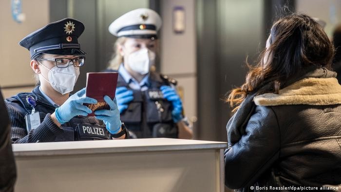 Einreisekontrollen am Flughafen Frankfurt, Deutschland
