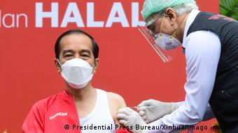 Indonesien Jakarta | 2. Covid-Impfung für Präsident Joko Widodo