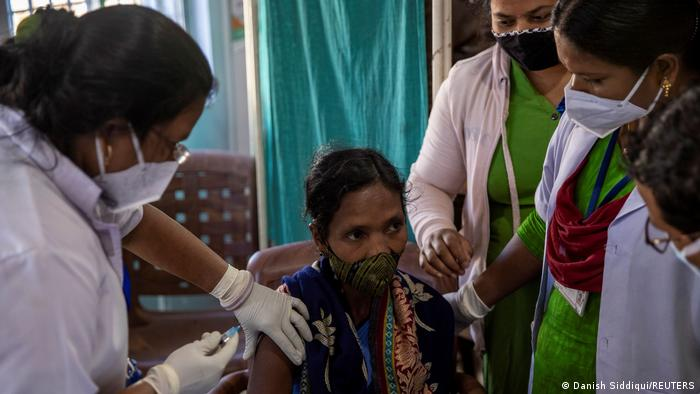 Вакцинація в Індії відбувається повільніше, ніж планував уряд