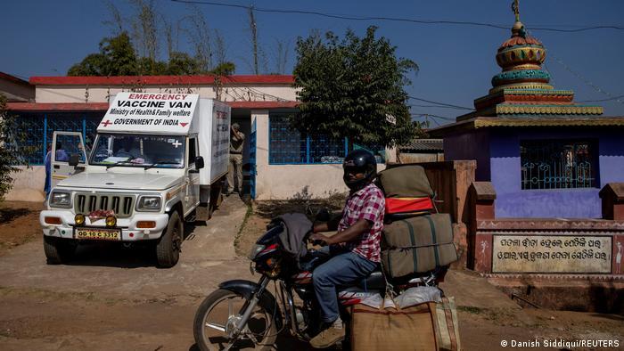 Mobilna postaja za cijepljenje od korone u Indiji