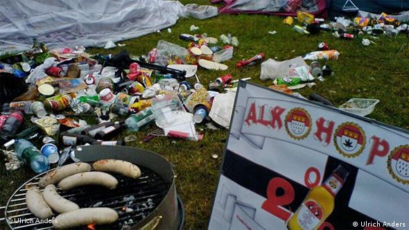 Festival-Unrat überall auf dem Gelände (Foto: Uli José Anders)