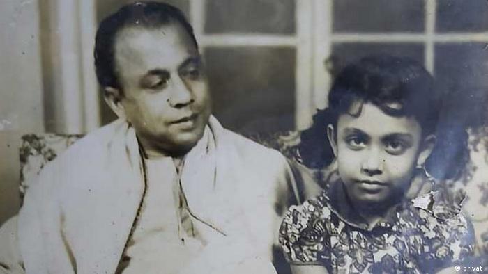 এ এইচ এম কামরুজ্জামানের সঙ্গে তার ছোট মেয়ে কবিতা জামান