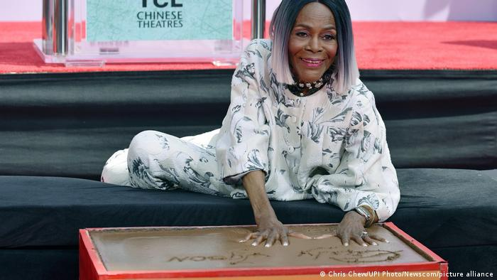 Cicely Tyson on the ground with her hands in wet concrete on the Hollywood Walk of Fame