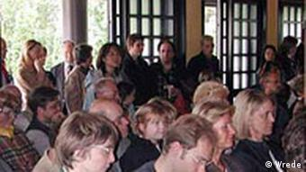 Gläubige im Eko-Haus in Düsseldorf