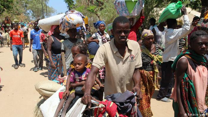 Refugees from Mozabique arriving in Metuge