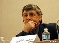 فرخ نگهدار میگوید اگر حکومت راه میانه را نپذیرد ایران را به سمت راههایی هولناک خواهد برد