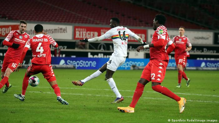Silas Wamangituka rounds off a 70-meter solo run with a powerful finish against Mainz