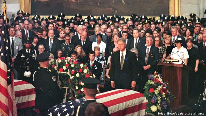 USA | Kapitol in Washington | Bill Clinton | Beisetzung von erschossenen Polizisten