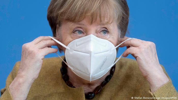 Канцлер Германии Ангела Меркель в медицинской маске