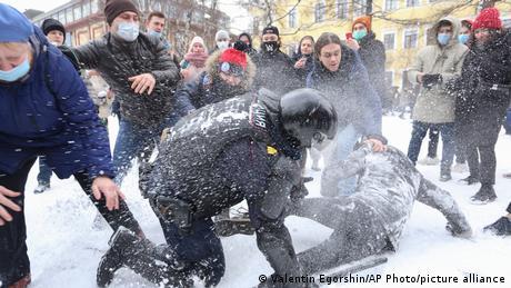 Протестувальники відбивають затриманих у Санкт-Петербурзі