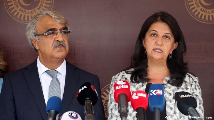 بروين بولدان ومدحت سنجار، الرئيسان المشتركان لحزب الشعوب الديمقراطي.