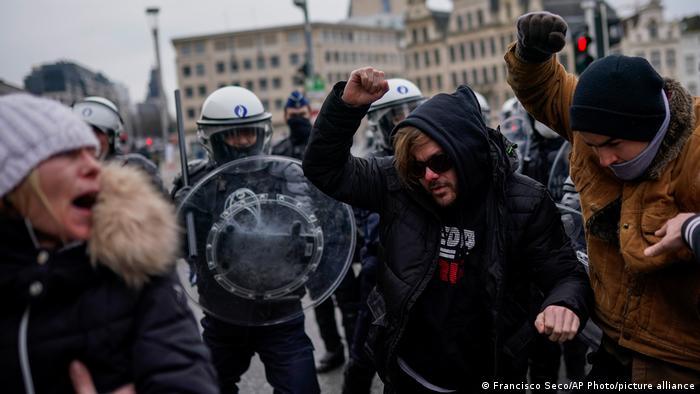 Belçika'da koronavirüs kısıtlamaları protestolara neden olmuştu.
