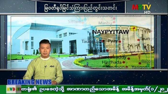 Ein Fernsehsprecher in Myanmar meldet die Verhängung des Notstandes in dem ostasiatischen Land