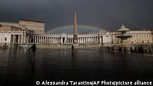 31.01.2021 *** A rainbow shines over an empty St.Peter's Square at the Vatican, Sunday, Jan. 31, 2021. (AP Photo/Alessandra Tarantino)