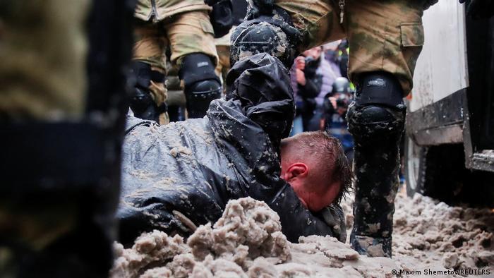 Жестокое обращение с участником протестов в Москве 31 января