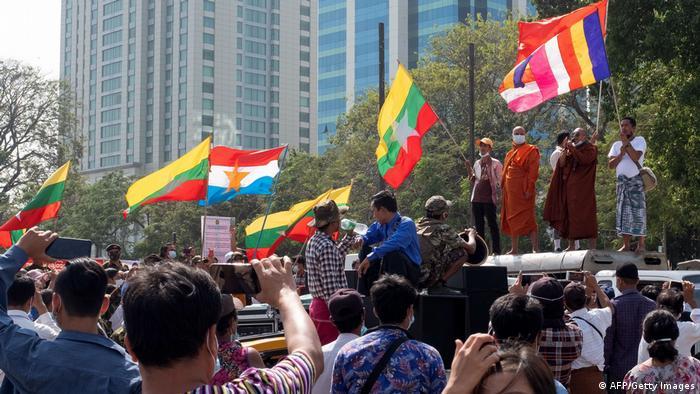Aksi mendukung kudeta Myanmar