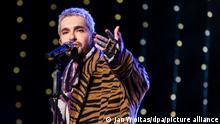 """Bill Kaulitz von der Band Tokio Hotel singt während der Radioshow """"Friends of 2020"""" des Senders MDR Sputnik auf einer Bühne. (zu dpa Als Teenie schwärmte Bill Kaulitz für Nena) +++ dpa-Bildfunk +++"""