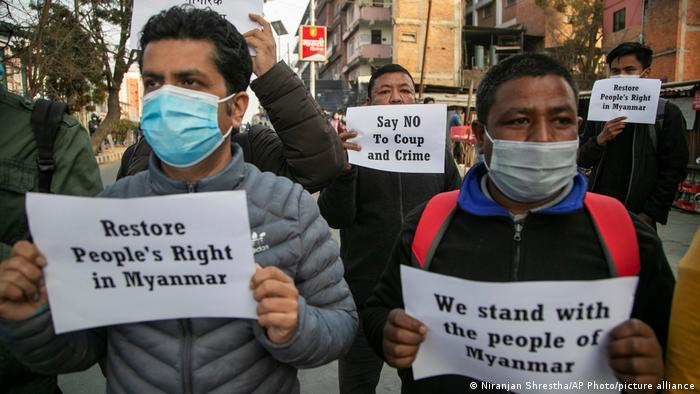 Sekelompok kecil aktivis masyarakat sipil di Nepal ambil bagian dalam protes terhadap kudeta militer di Myanmar