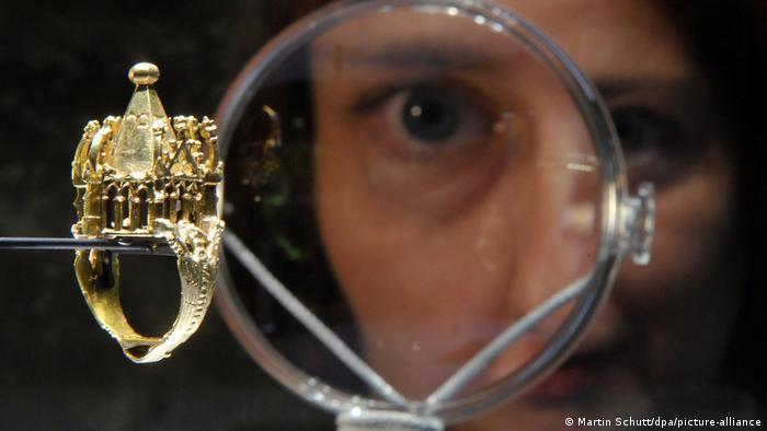Золотое свадебное кольцо XIV века