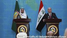 Irak Außenminister Fuad Hussein und Generalsekretär des GCC Nayef Al-Hajraf
