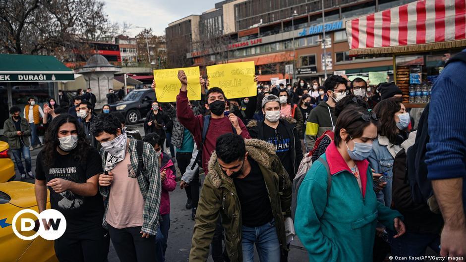 Boğaziçi'nde 'direniş nöbeti'ne polis müdahalesi
