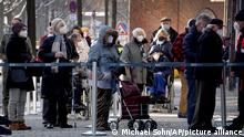 Berlin Ansturm auf Impfzentrum Arena Treptow
