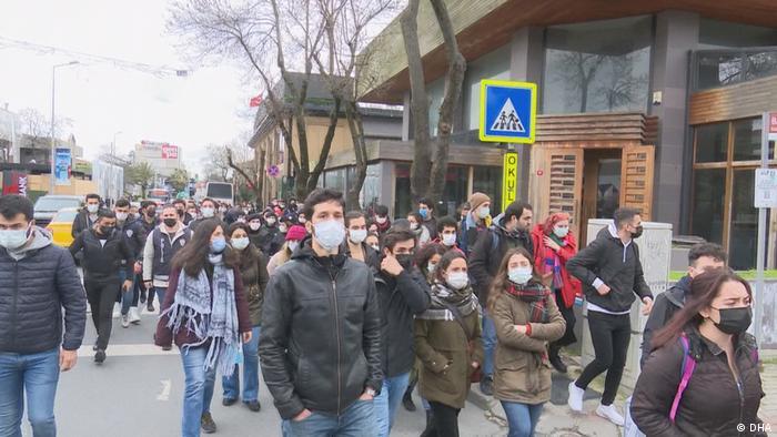 Studierende der Bogazici Universität demonstrieren in Istanbul