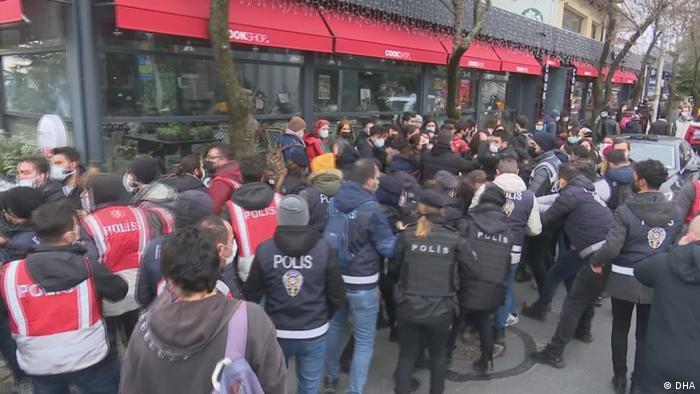 Задержания у здания Босфорского университета