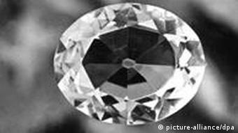Exploração dos diamantes promove a criminalidade, com condições de trabalho muito difícies e sem segurança para os trabalhadores, diz cientista político da FES