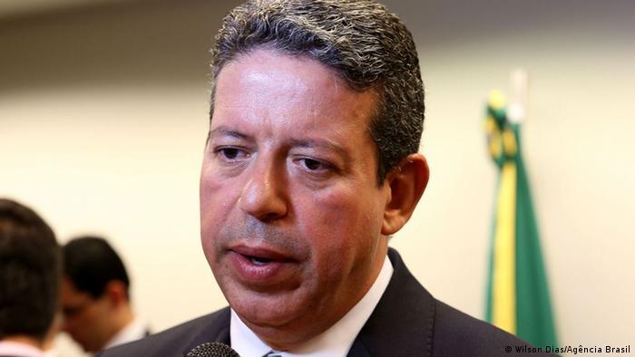Novo presidente da Câmara recua e sela acordo com oposição | Notícias e análises sobre os fatos mais relevantes do Brasil | DW | 03.02.2021