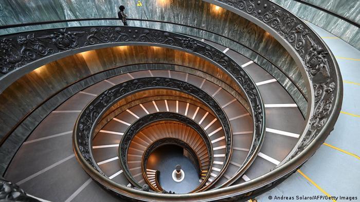 Escalera en espiral de los Museos Vaticanos.