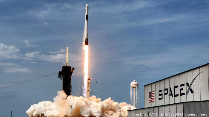 Arşiv - SpaceX üretimi Falcon 9 roketinin fırlatılışı (30.05.2020)