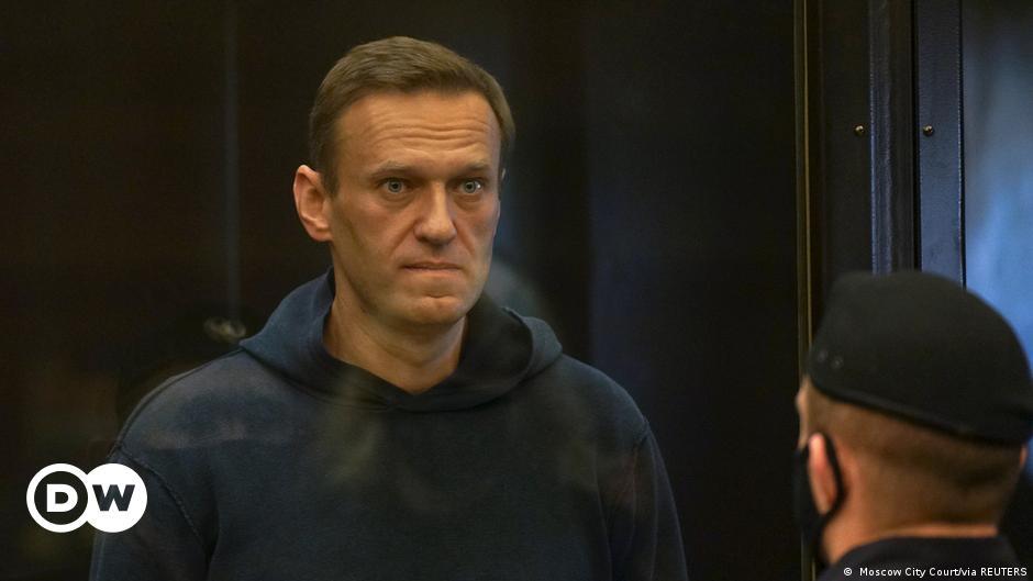 Rus muhalif politikacı Navalni'ye 3,5 yıl hapis cezası